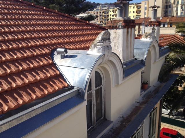 Protection en zinc de fenêtres de toit vue de face